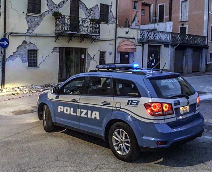 Pattuglia della Polizia Stradale in servizio nelle zone sismiche