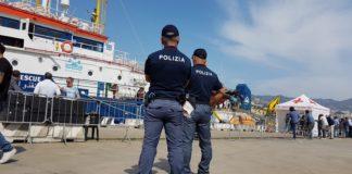 Operatori di Polizia in servizio al porto